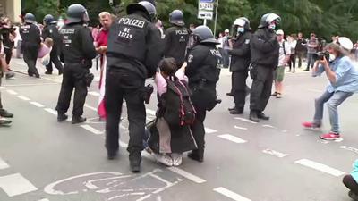 Százakat tartóztattak le Berlinben