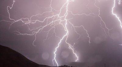 Kettészakad az ország: brutális vihar csap le, mutatjuk, hol kell készülni