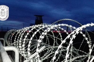 Ostrom alatt a magyar határ: négyszáz migráns próbált meg Magyarországra szökni a hétvégén