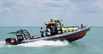 Két tizenéves fiú életét mentették meg a vízimentők vasárnap a Balatonon