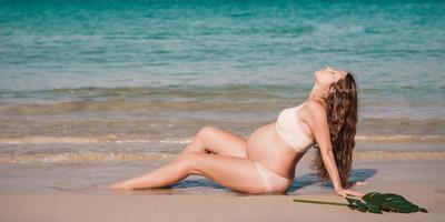 Kismamaként sem kell lemondanod a strandolásról: így előzd meg a bajt!