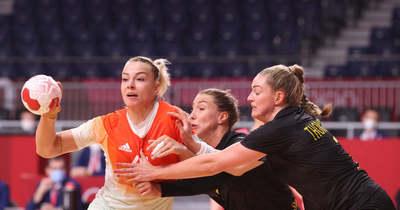 Nem szakadt el a szalmaszál, negyeddöntős a női kézilabda-válogatott!