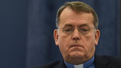 A homoszexualitás kritizálásáért kapott pénzbüntetést Németországban egy lengyel pap