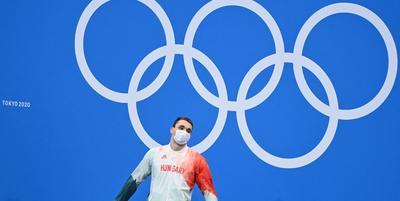Így érkezett haza az olimpiai bajnok Milák Kristóf: szüleit ölelte át először - Videó