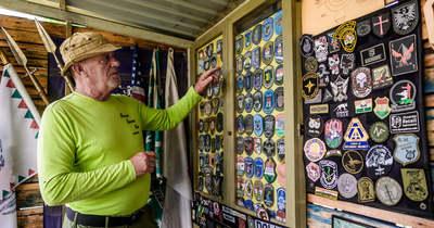 Karemblémákat gyűjt a nyugdíjas lőkiképző