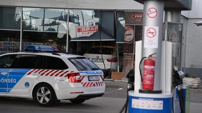 Benzinkút épületébe hajtott egy nő a XI. kerületben