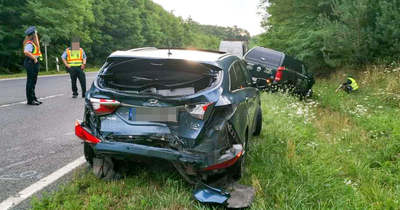 Őzek futottak az autó elé, belerohant a fékező autóba a mögötte érkező Hosszúperesztegnél – fotók