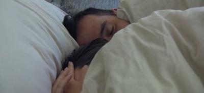 Forró csókok, orális szex, ágyjelent - Egyetlen videóba sűrítették a Házasodna a gazda legforróbb pillanatait