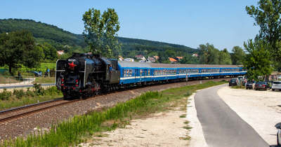 Hétvégén visszatérnek a retró vonatok- és buszok a Balaton északi partjára