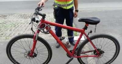 Biciklivel gázoltak halálra egy nőt Miskolcon – a futár a baleset után összeroskadt (videó)