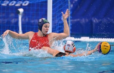 Elképesztően izgalmas meccsen jutott elődöntőbe a magyar női vízilabda válogatott - képek