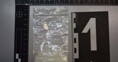 Kábszergyanús anyag egy esernyőben Csornán – fotó