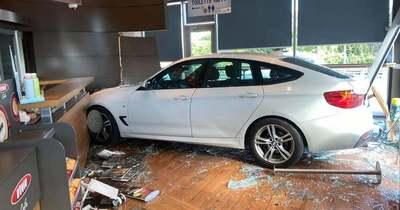 Szétszedték a kommentelők a nőt, aki luxus BMW-vel hajtott az újbudai kávézóba – brutális képek!