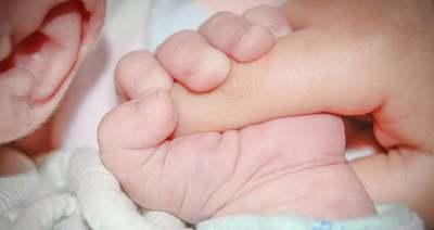 Nagy volt a riadalom, elképesztő módon segítették világra a kis Gabriellát a mentők