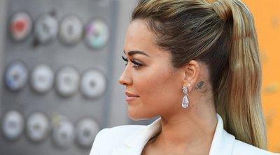 Rita Ora felvett valamit – csak abban nem vagyunk biztosak, hogy ruhát – fotók