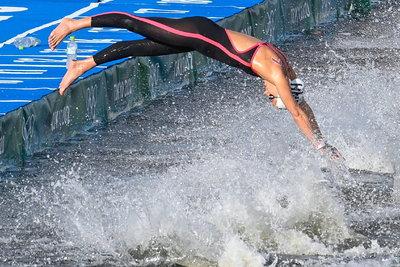 Olasz Anna elképesztő hajrával olimpiai negyedik lett hosszútávúszásban