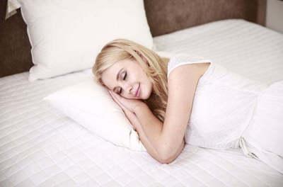 Mondd meg, hol fáj, és megmondjuk, milyen testhelyzetben kellene aludnod!