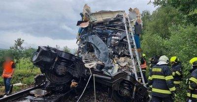 Borzalmas vonatszerencsétlenség történt Csehországban: többen meghaltak, sokak életéért még küzdenek