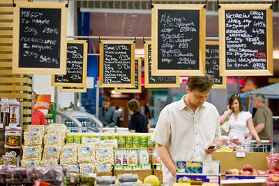 Az erős második negyedéves kiskereskedelmi forgalom a gazdaság újraindulását mutatja