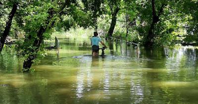 Villantós áradás Óbudán! Levetkőzött a kerékpározó nő  – Fotó (18)!