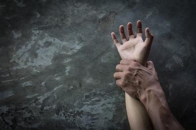 Megerőszakoltak és megöltek egy tanárnőt túrázás közben