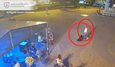 Lefejelt egy külföldit egy kutyasétáltató Nyíregyháza főterén - videó