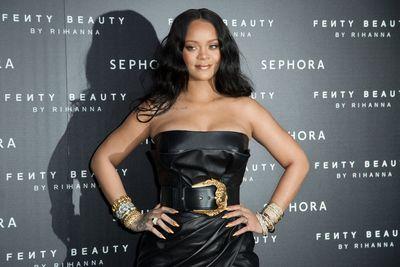 Rihanna a világ leggazdagabb énekesnője, és nem az éneklésből