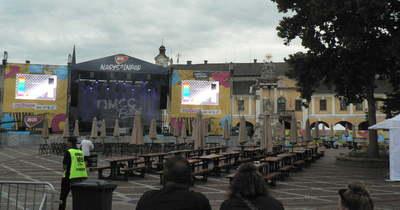 Fesztivállázban ég Esztergom: így néz ki a belváros az MCC Feszt előestéjén