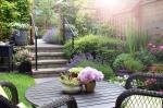 Tippek kis kertekbe: milyen burkolatot válasszunk?