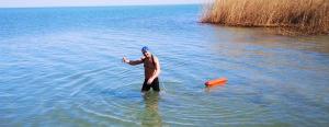 Rekordra készülnek! Elszánt csapat ússza át a téli Balatont