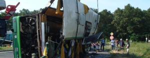 Tragikus buszbaleset Balatonszentgyörgynél, 20 halott – így látták a katasztrófavédők